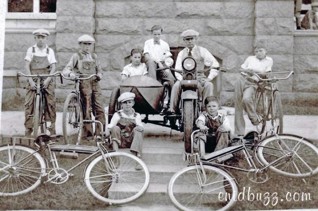 Enid Newspaper-boys-1928