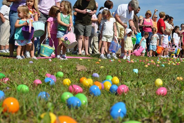 Easter Events } Easter Bunny At Evans