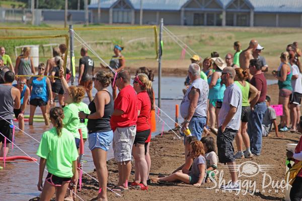 mud-volleyball-crowd