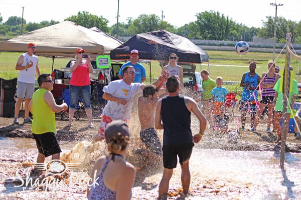 mud-volleyball-play